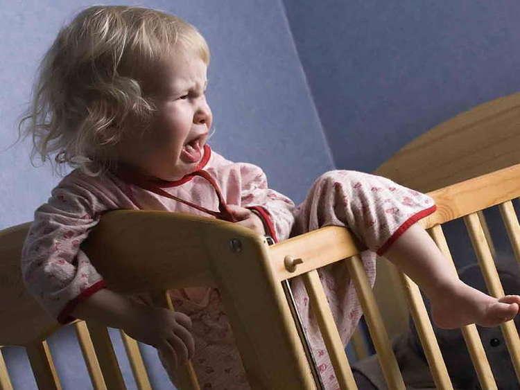 грудной ребенок плачет во сне