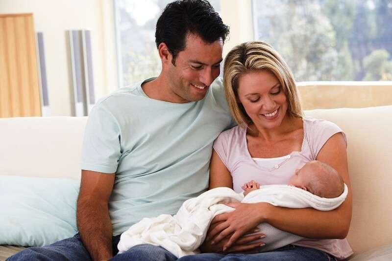 как держать ребеночка