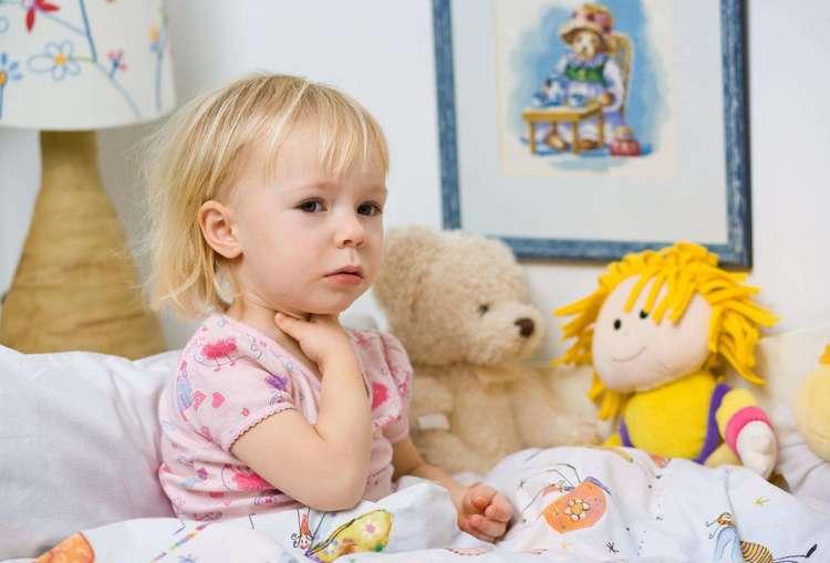 увеличенный лимфоузел и ребенка на шее