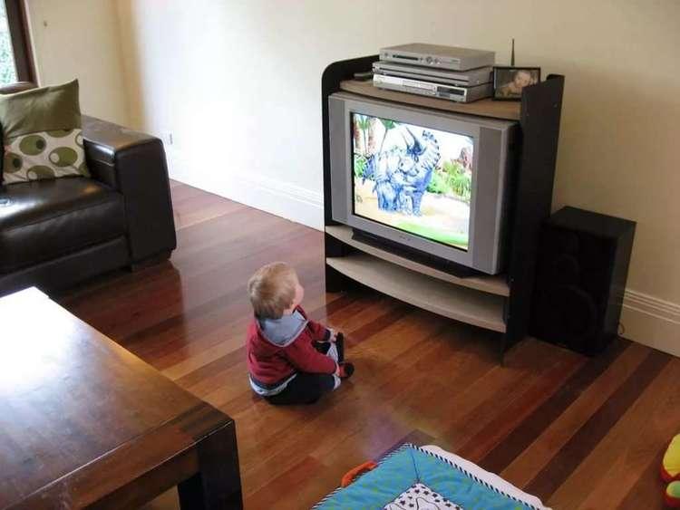 Малышам нельзя смотреть телевизор