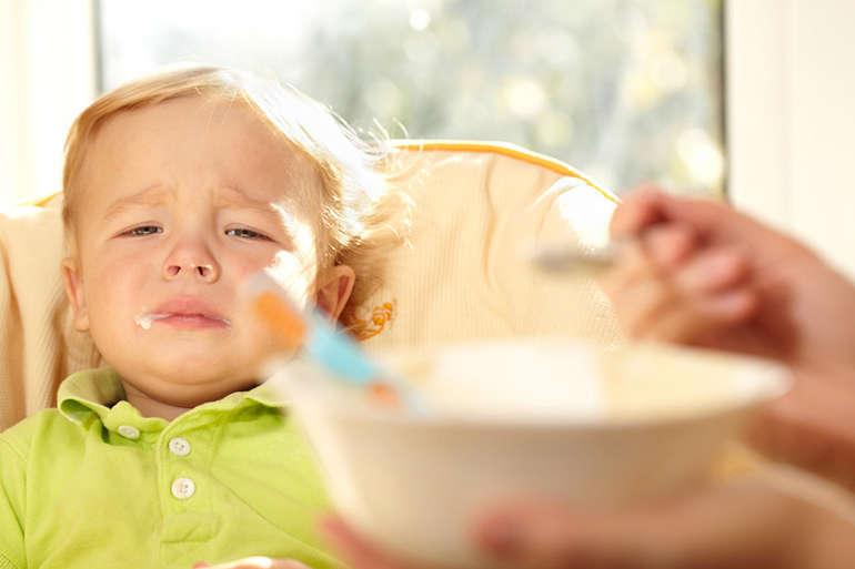 Грудничок не просит есть, мало ест грудного молока: что делать